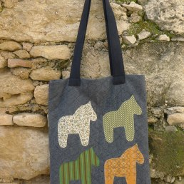 τσάντα ώμου με αλογάκια