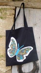 ττσάντα με μεγάλη πεταλούδα