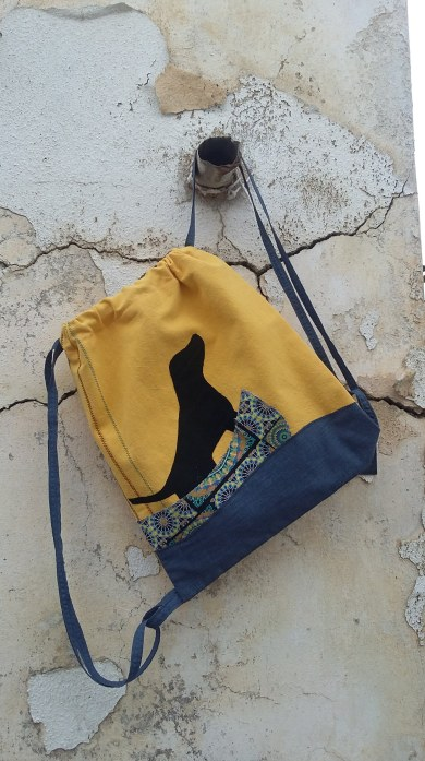 κίτρινη τσάντα πλάτης σκύλος-κανό